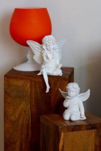 Elfe und Engel auf Blumensäule Holz