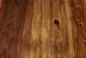 Sheesham Holz Maserung mit Astloch längs